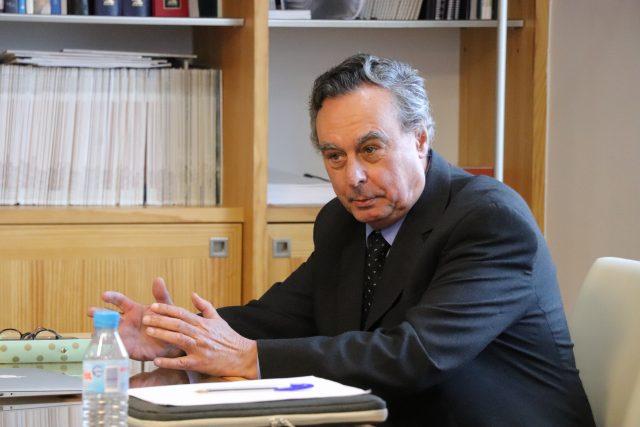Javier Elola